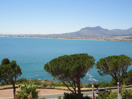 Oceana Palms Luxury Guesthouse:                   View over False Bay