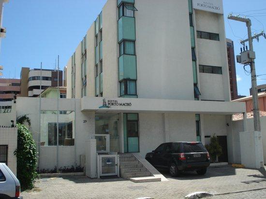 Hotel Porto Maceio: EL hotel de frente