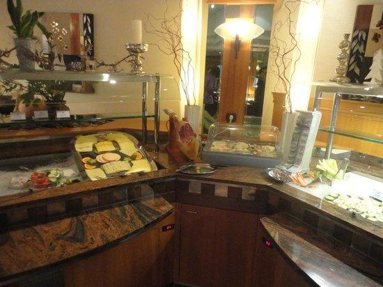 Quality Hotel Augsburg: pata de Jamon Serrano! una delicia !