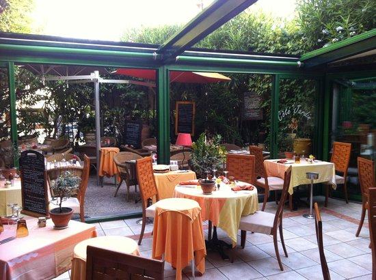 Cote Jardin : La véranda, toit ouvert