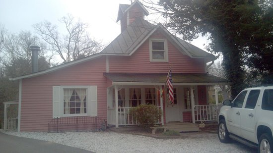 Cedar Crest Inn:                   The Carragie house.