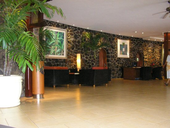 La Pirogue Resort & Spa:                   le hall de l'hotel