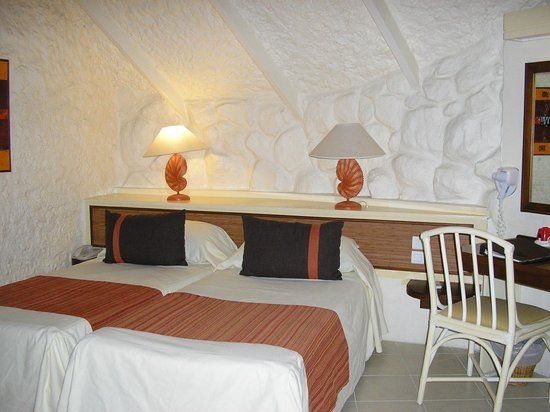La Pirogue Resort & Spa:                   chambre