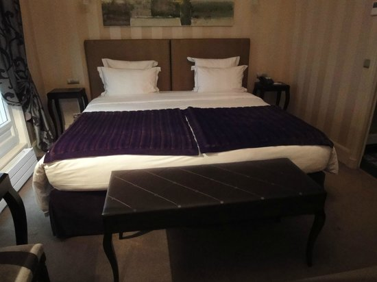 Champs Elysees Plaza Hotel: Lit chambre 37
