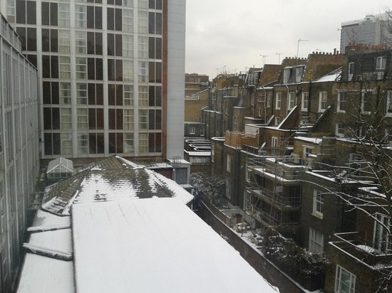 Premier Inn London Kensington (Earl's Court) Hotel:                   view from our room, it was a snowy day!