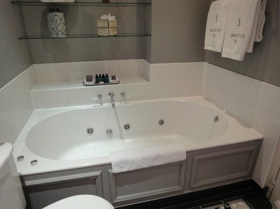Champs Elysees Plaza Hotel: Jacuzzi chambre 37