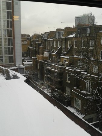 Premier Inn London Kensington (Earl's Court) Hotel:                   view from our room 462