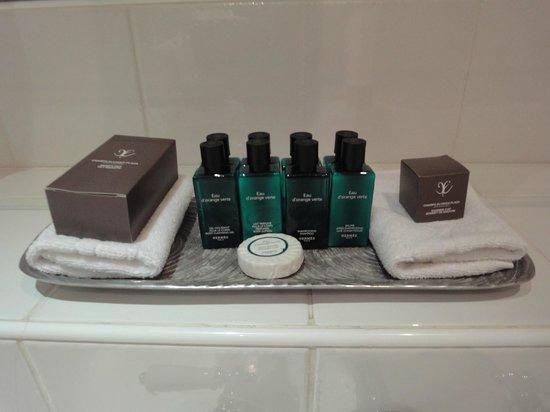 Champs Elysees Plaza Hotel: Produits Hermes dans la salle de bain