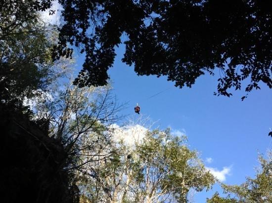 Cenote Yokdzonot :                   tirolesa