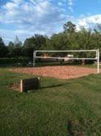Rainbow Lake Resort: Sand Volleyball Court