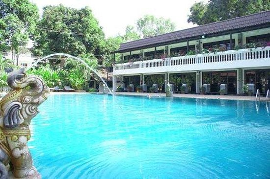 Royal Orchid Resort: Pool