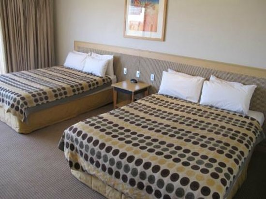 Desert Gardens Hotel, Ayers Rock Resort: Chambre 382 - vue Uluru