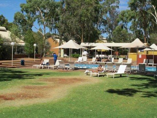 Desert Gardens Hotel, Ayers Rock Resort: Jardin-piscine