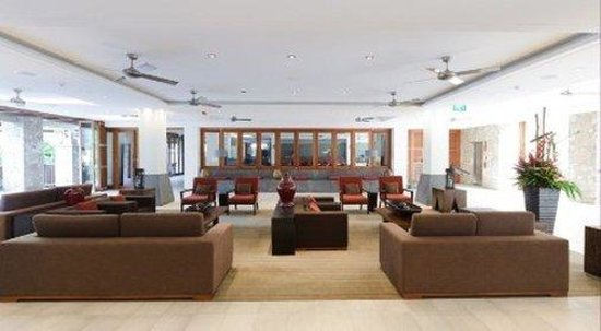 Pullman Palm Cove Sea Temple Resort & Spa: Lobby