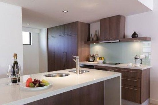 Pullman Palm Cove Sea Temple Resort & Spa: Two Bedroom Apartment Kitchen
