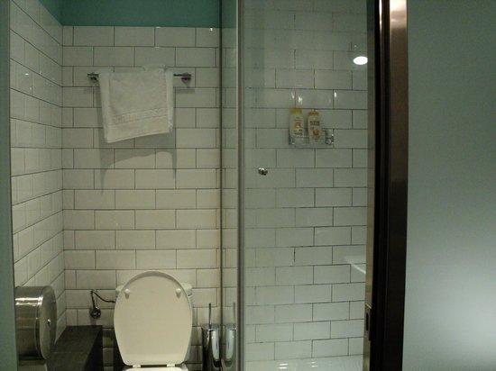 Casa Gracia Barcelona Hostel:                   baño