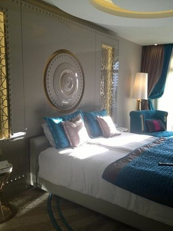Sura Design Hotel & Suites:                                     turquoise bedroom