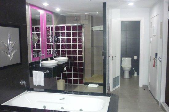 Hotel Riu Palace Costa Rica:                   baño