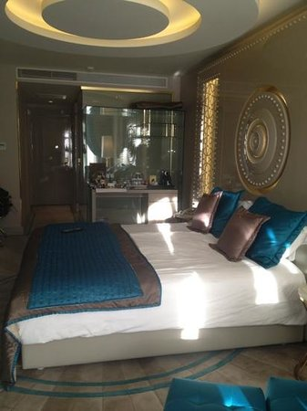 Sura Hotel & Suites:                                     bedroom