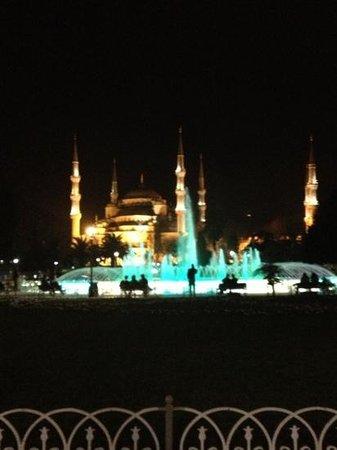 Sura Design Hotel & Suites:                                     sultan Ahmet cami