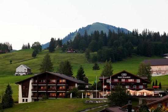 Hotel Arvenbüel: Abendstimmung Arvenbüel Aussenansicht