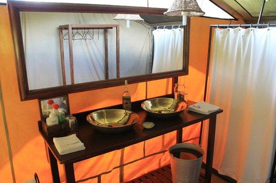 Mara Siria Camp:                   washroom his & her