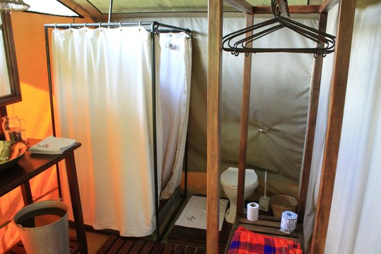 Mara Siria Camp:                   Safari shower & flushing toilet