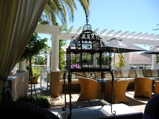 Romney Park All Suite Hotel & Spa:                   Mysiga verandan