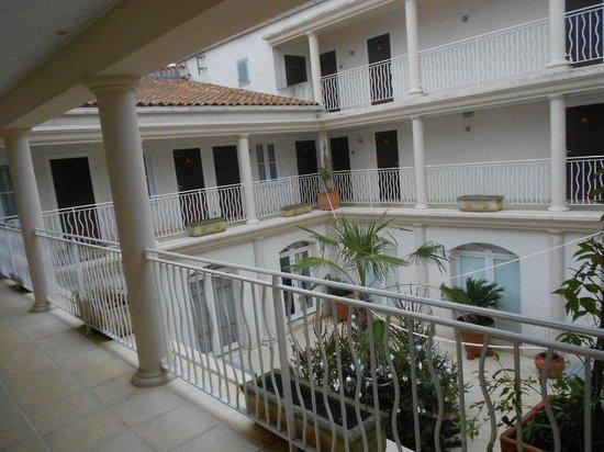 Hôtel La Jetée :                                     le patio