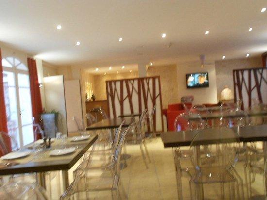 Hôtel La Jetée :                                     coin repas et salon