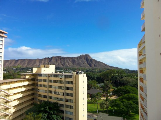 Aston Waikiki Beach Hotel:                   View of Diamond Head from my room