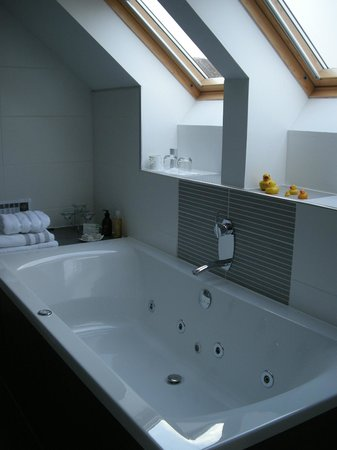 Lochview Guesthouse:                   oversized jetted bath w/ view