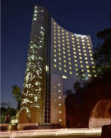 Comfort Inn Ciudad de Mexico Santa Fe: Night Picture
