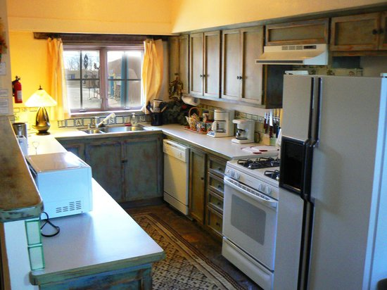 Inger Jirby's Guest Houses: Spacious kitchen in Rio Grande