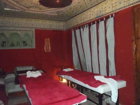 Riad Amina:                   spa salle de massage
