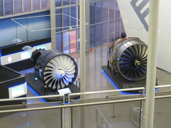 Future of Flight Aviation Center & Boeing Tour: Boeing engines