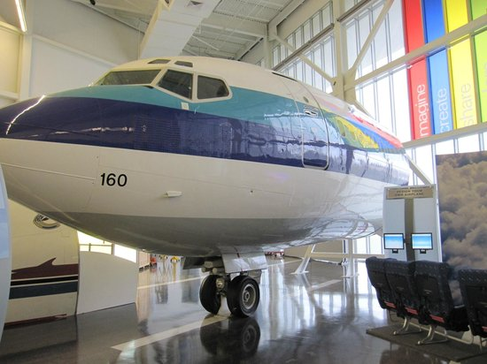 Future of Flight Aviation Center & Boeing Tour: Old 727
