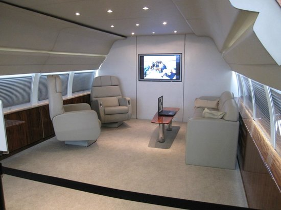 Future of Flight Aviation Center & Boeing Tour: Boeing business jet interior