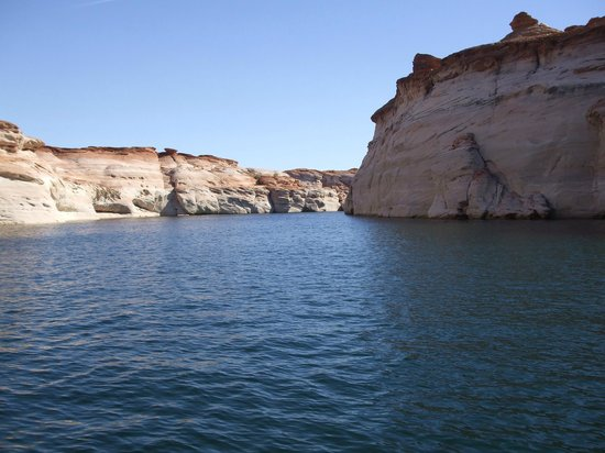 Antelope Point Marina Village : Guided boat tour into canyon