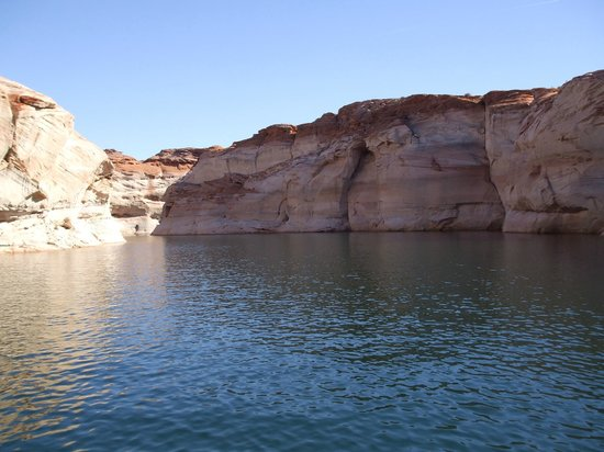 Antelope Point Marina Village: Guided boat tour into canyon