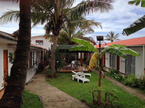 Inaki Uhi Hotel:                   The courtyard with rooms on either side