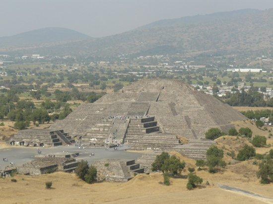 San Juan Teotihuacan, Mexique :                   la Luna vista desde el Sol