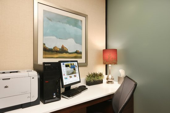 Hampton Inn White Plains / Tarrytown: lobby computer
