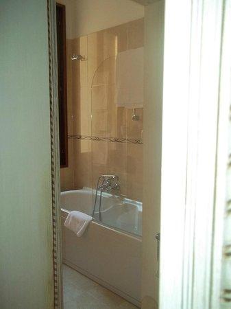 Hotel Ca' dei Conti:                   Baño muy completo con hidromasajes