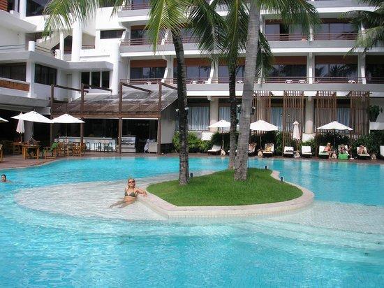 โรงแรมป่าตอง บีช:                   La principal....
