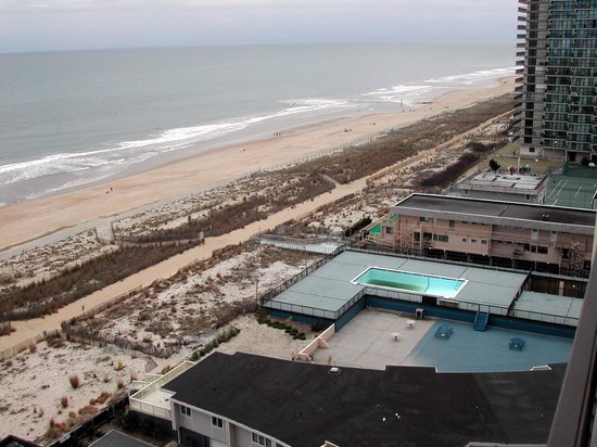 كاروسيل ريزورت هوتل آند كوندومينيومز:                   Ocean view from 14th floor condo                 