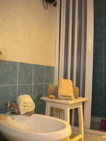 Blue Wave: bagno privato con box doccia!