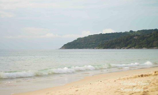 Nai Harn Beach :                                     Вид с лежака
