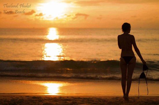 Nai Harn Beach:                                     На пляже прекрасные закаты