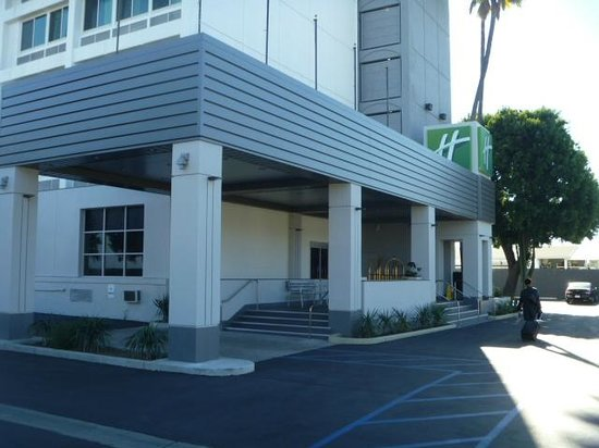 Holiday Inn Express Van Nuys: Hotel Entrance